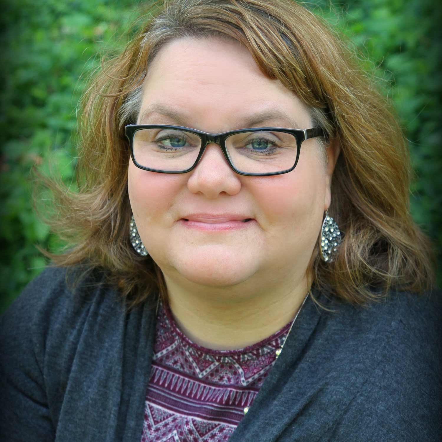 julia-wade-sunstone-wellness-mentor-ohio-therapist-portrait